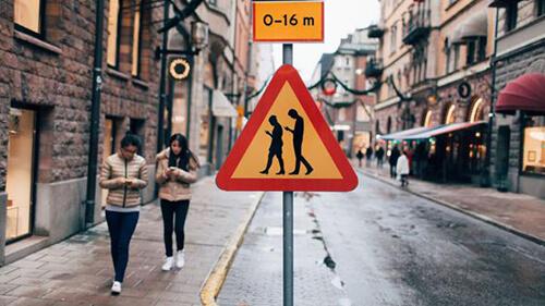 İsveç'te yeni nesil trafik levhaları
